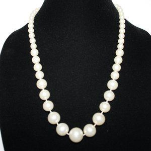 Vintage white pearl necklace 22""